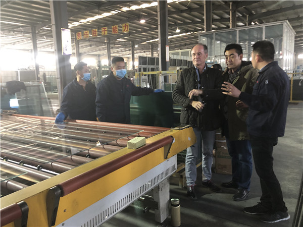 Ventalia Mexico墨西哥公司的總裁Mr Javier Polo先生來江蘇景泰玻璃有限公司采購玻璃